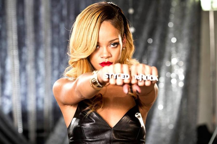 Rihanna-Robyn_Rihanna_Fenty-prawdziwe_imiona_gwiazd-gwiazdy_muzyki-pop-portal_dla_dzieci-gry_zabawy-wydarzenia_imprezy_dla_dzieci-polekcjach-.jpg